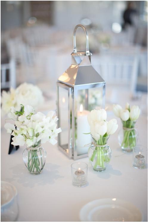Centro de Mesa con Flores Blancas