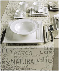 Decorar la mesa con porcelana blanca