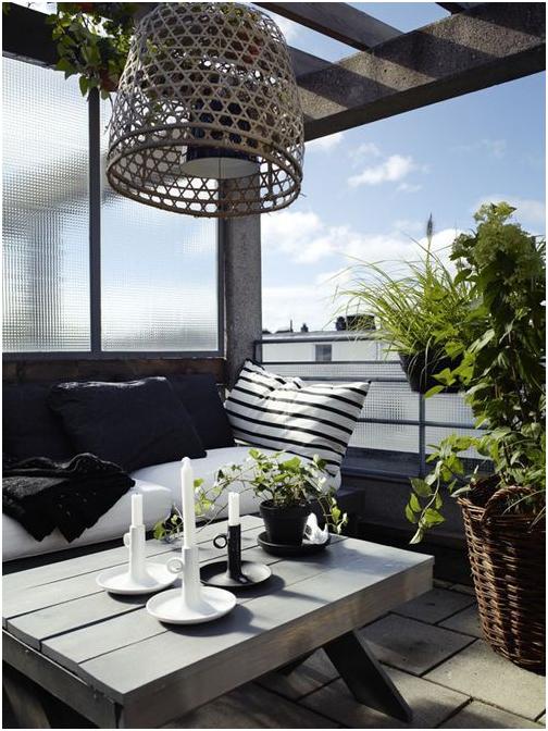 Decorar balcones estilo nórdico con portavelas