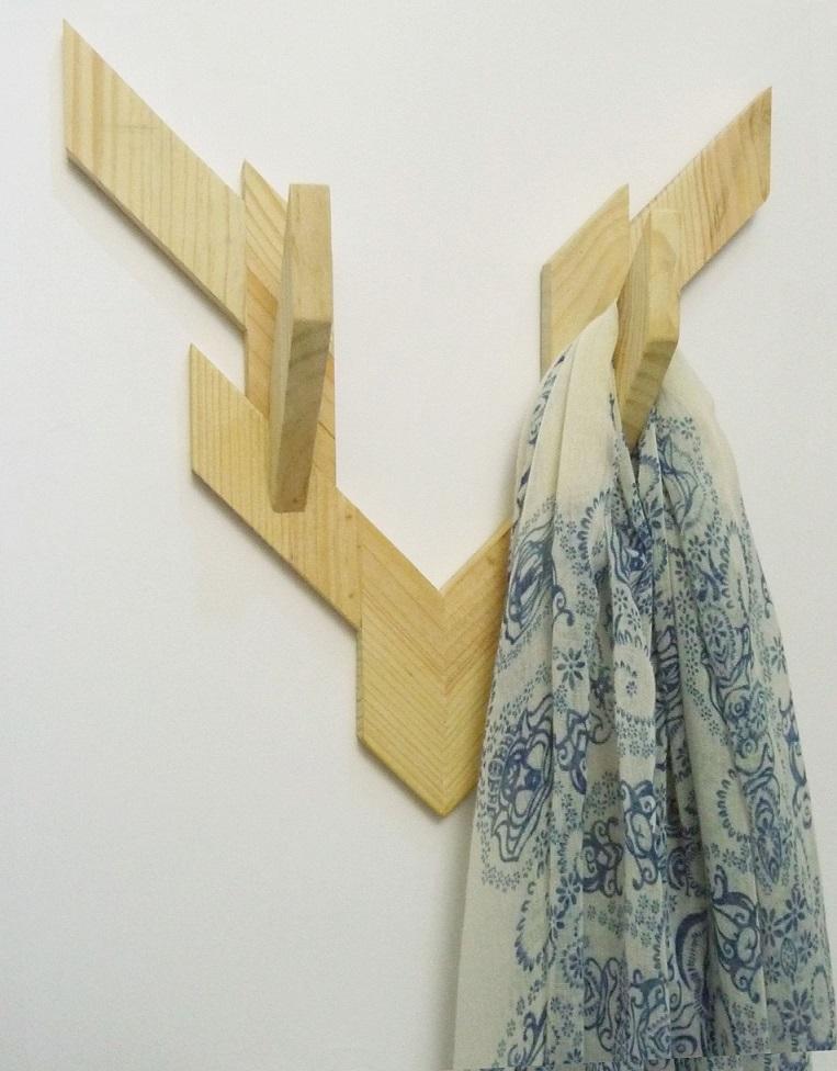 Cuernos en perchero de madera de estilo nórdico