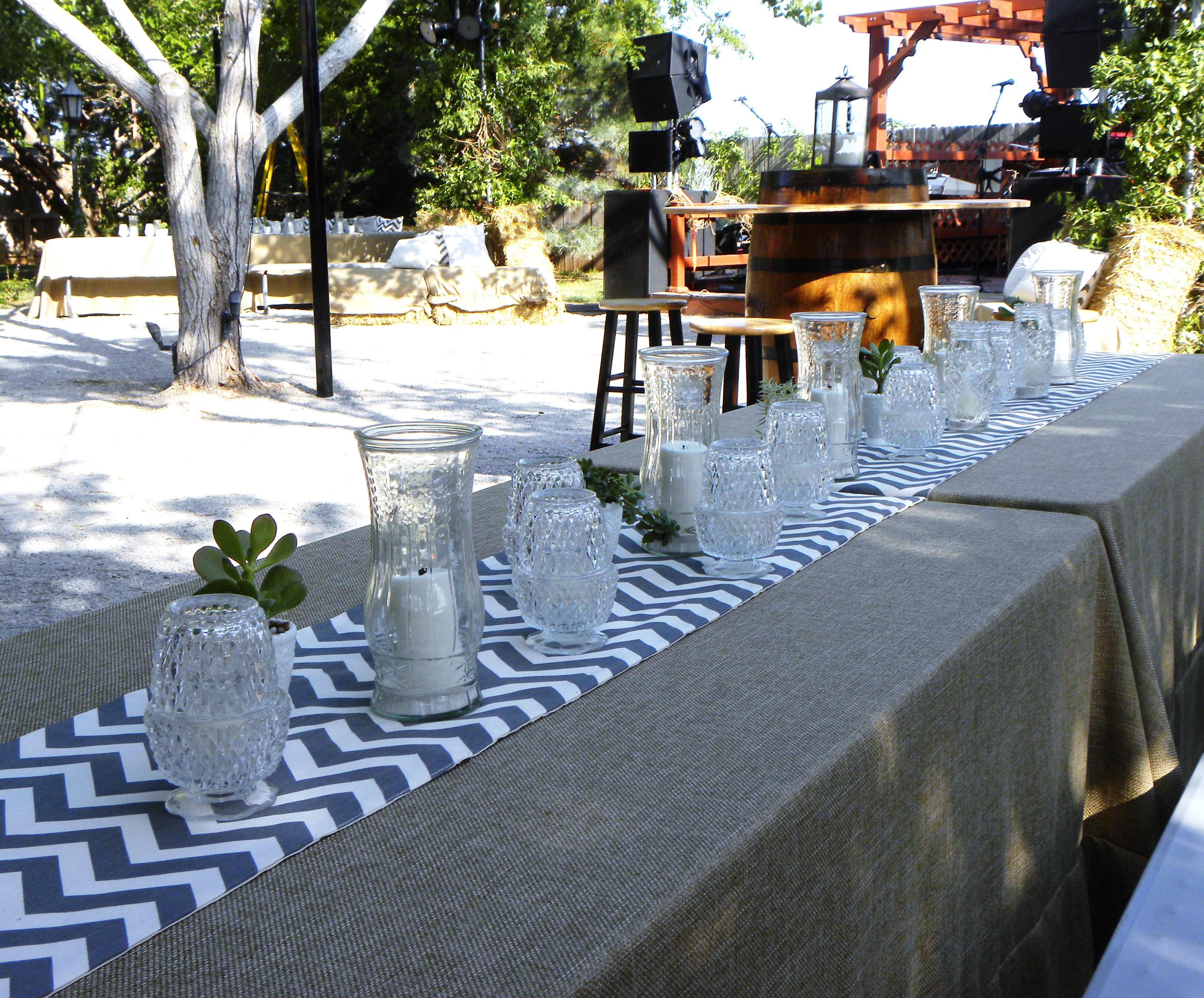 Chevron en mesa de invitados.