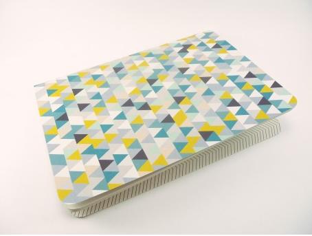 Estampado de triángulos en bloc de estilo nórdico