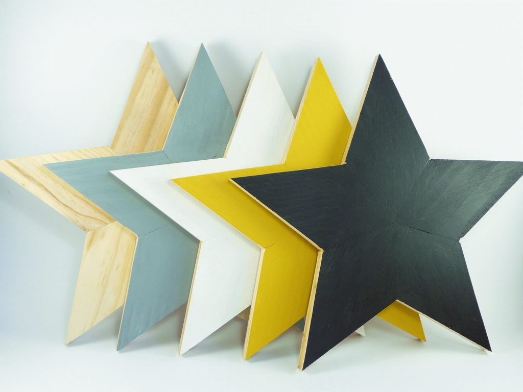 Estrella de Madera Natural para decorar paredes negras