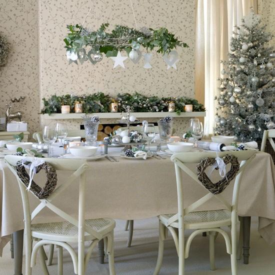 Decoración de la mesa en Nochebuena sillas