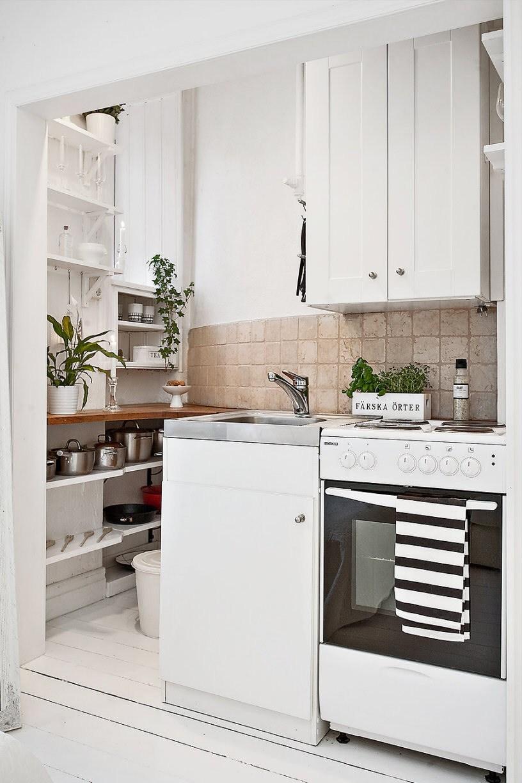 Decorar espacios pequeños. Cocina de un apartamento nórdico.
