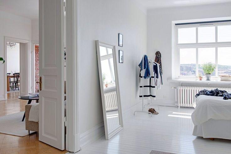 C mo elegir un espejo de pared para tu dormitorio - Espejo nordico ...