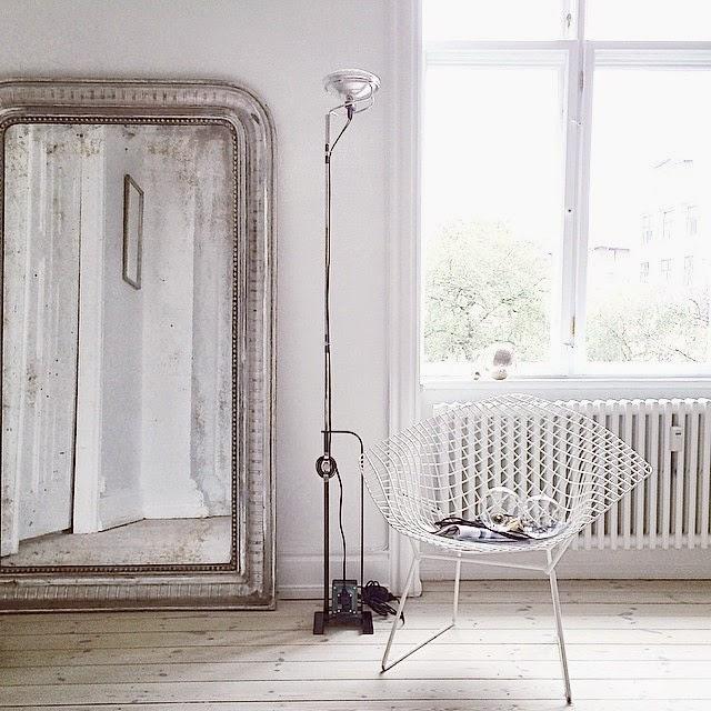 Espejo de pared de  líneas redondeadas