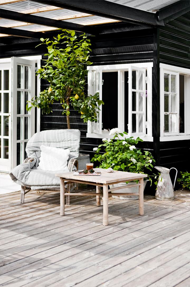 Casa de Verano Escandinava mesa exterior