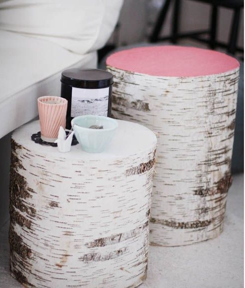 Decoración de interior handmade con troncos rosas