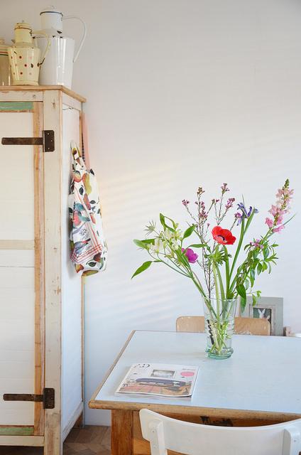 Flores de primavera en la cocina