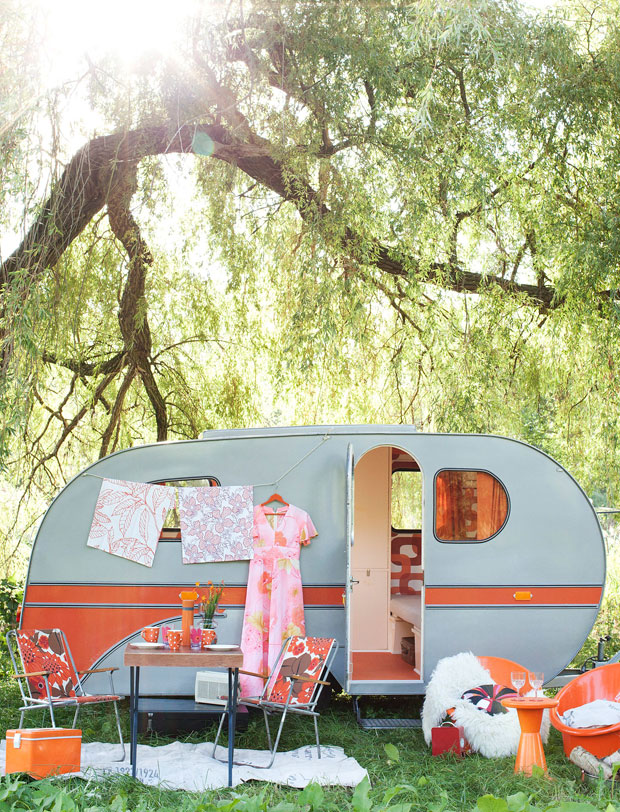 Glamping caravana naranja