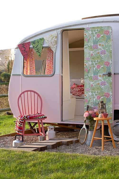 Glamping caravana rosa