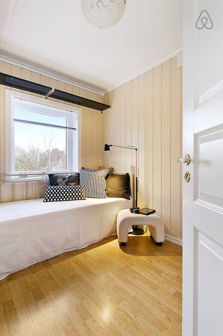 Casa de Vacaciones  costa de Noruega dormitorio individual paredes blancas