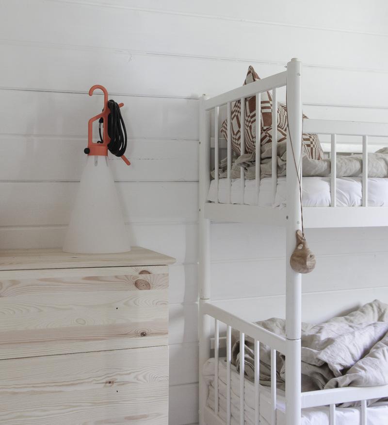 Casa de Verano en Finlandia detalle dormitorio niños