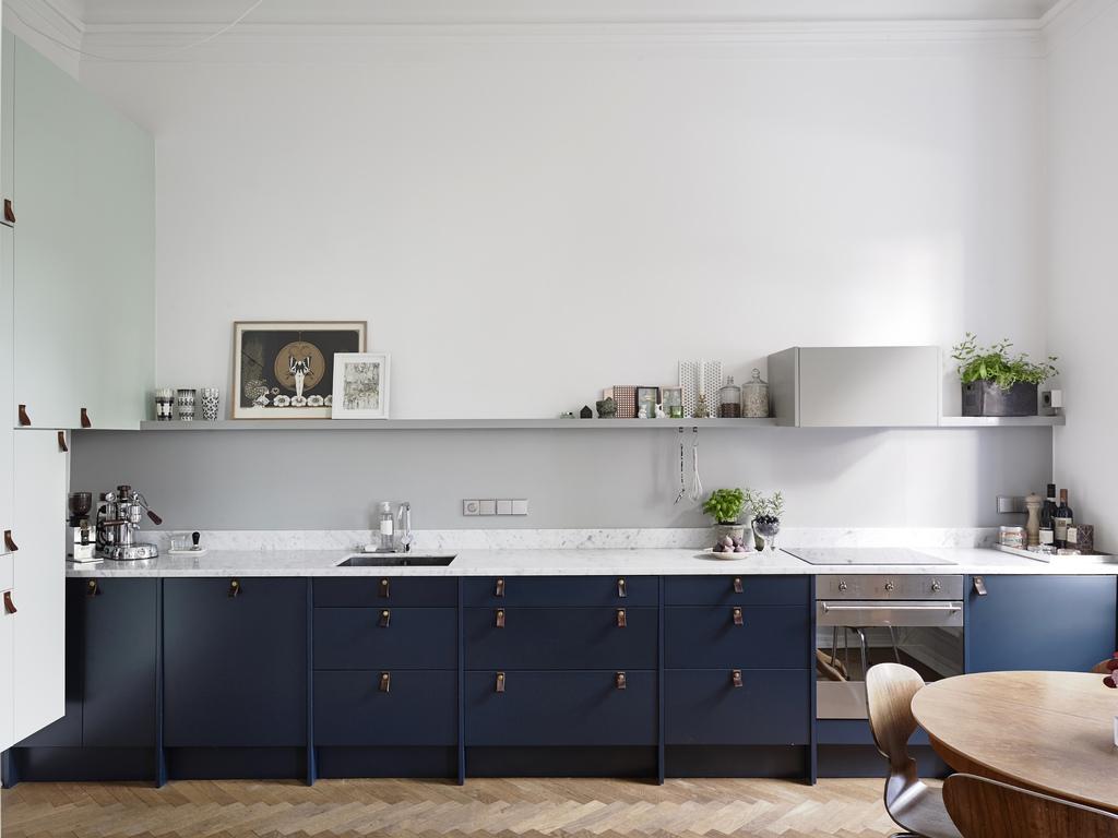 Cocinas Azul Oscuro y Blanco