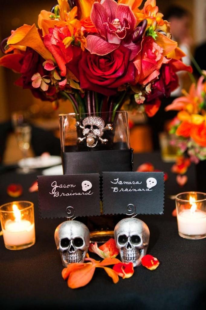 Mesa de Halloween con Calaveras