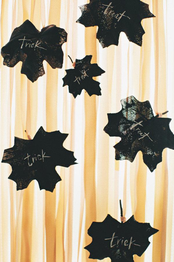 Mesa de Halloween hojas