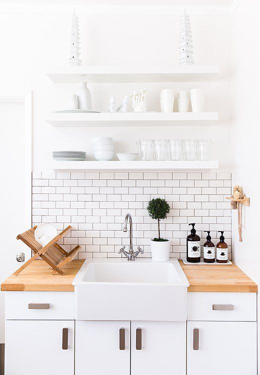 Subway tiles en la decoración de estilo nórdico - blanco y madera