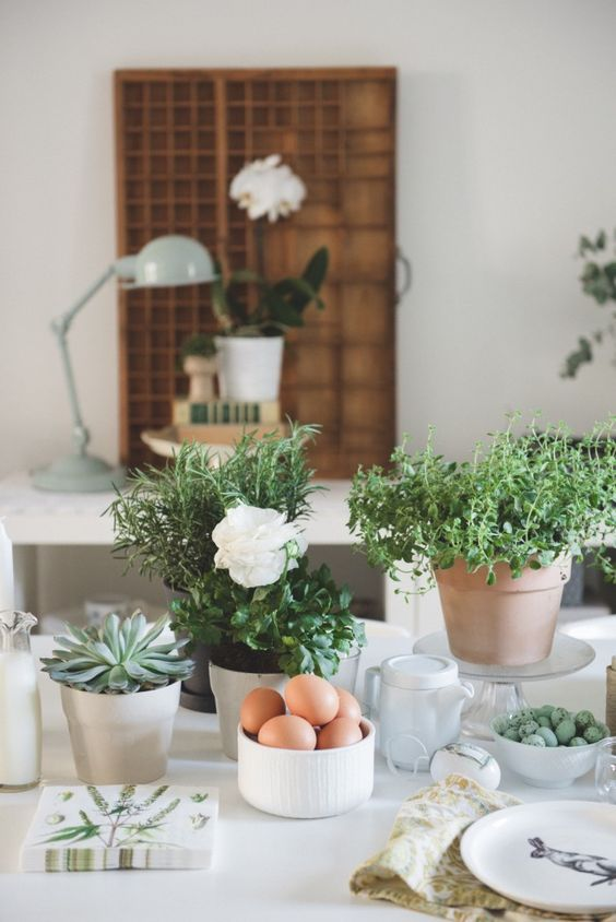 Mesa de Pascua Nórdica con plantas