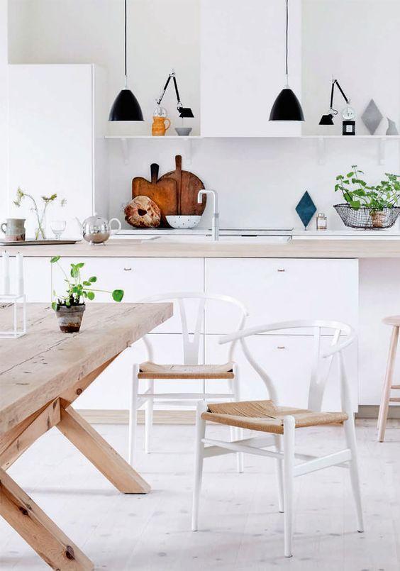 Comedores nórdicos con mesas de madera natural