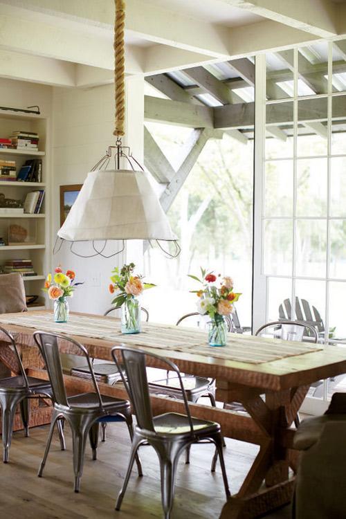 Comedores nórdicos con mesas de madera rústica