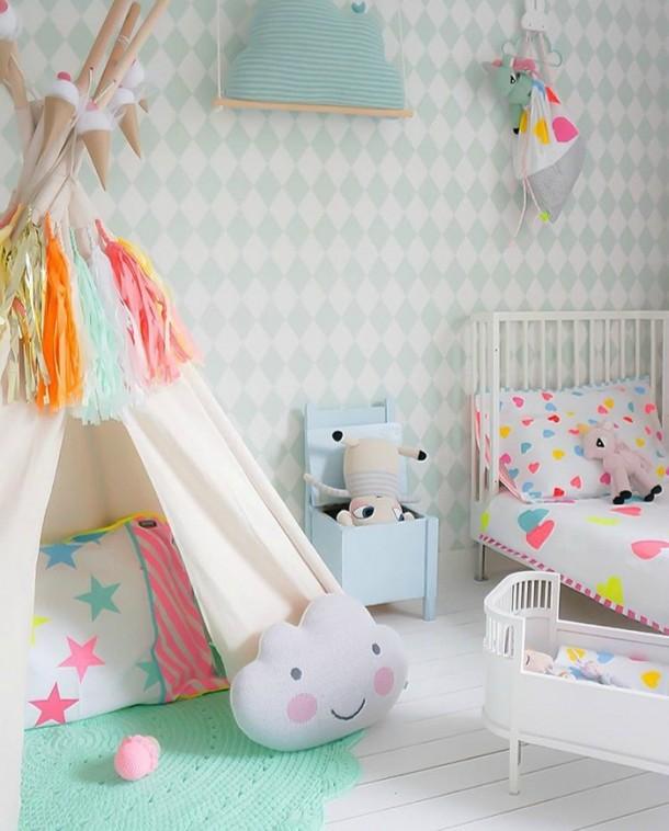 Dormitorios infantiles de estilo nórdico con toques de color