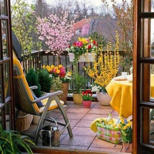 Balcones pequeños decorados con flores