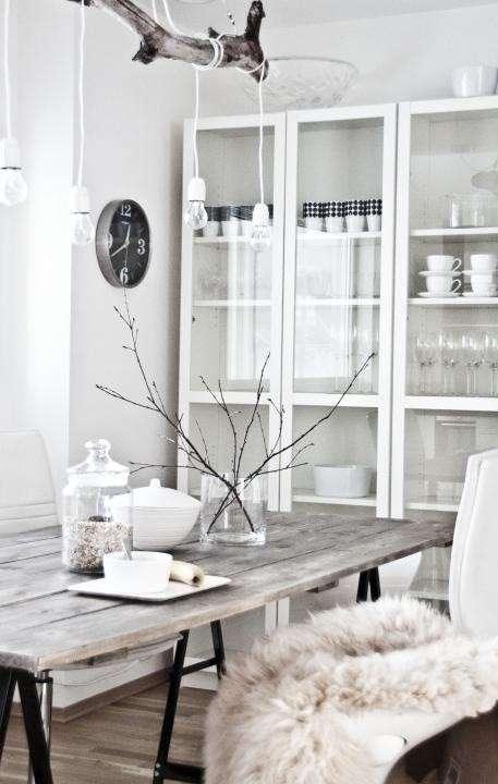 Comedores nórdicos con mesas de madera combinados con blanco