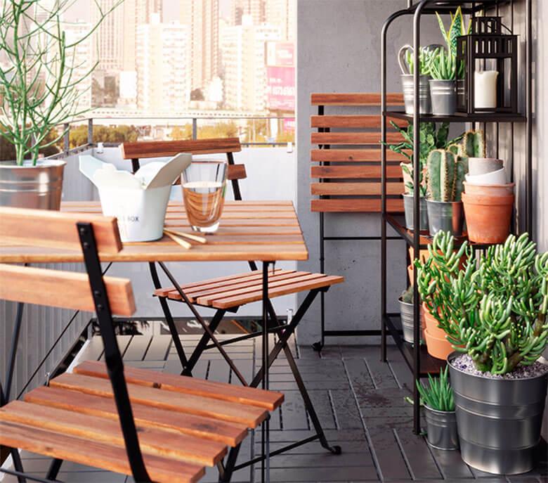 Balcón pequeño decorado por Ikea