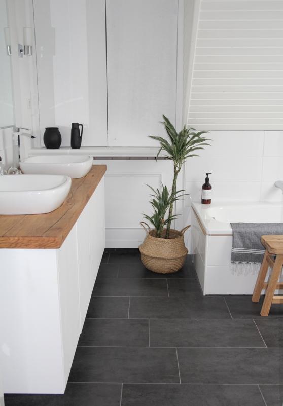 Baño con estilo nórdico suelo gris