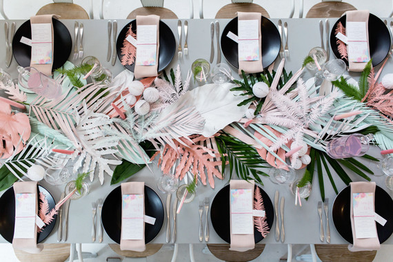 Tendencia Tropical en la mesa en tonos pastel