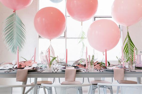 Tendencia Tropical en la mesa con globos