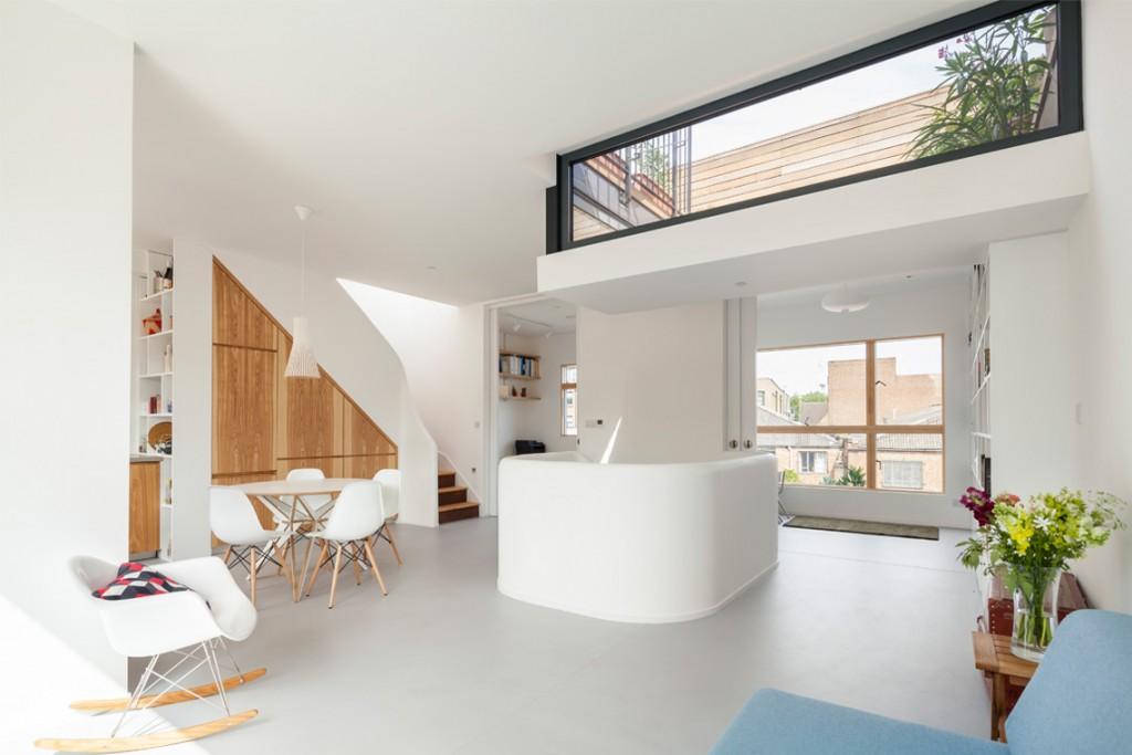 Interior en madera y blanco
