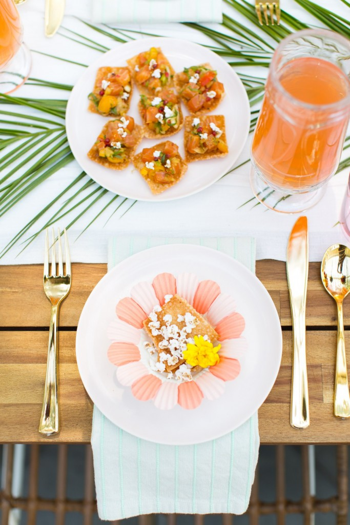 Tendencia tropical en la mesa Tablesetting
