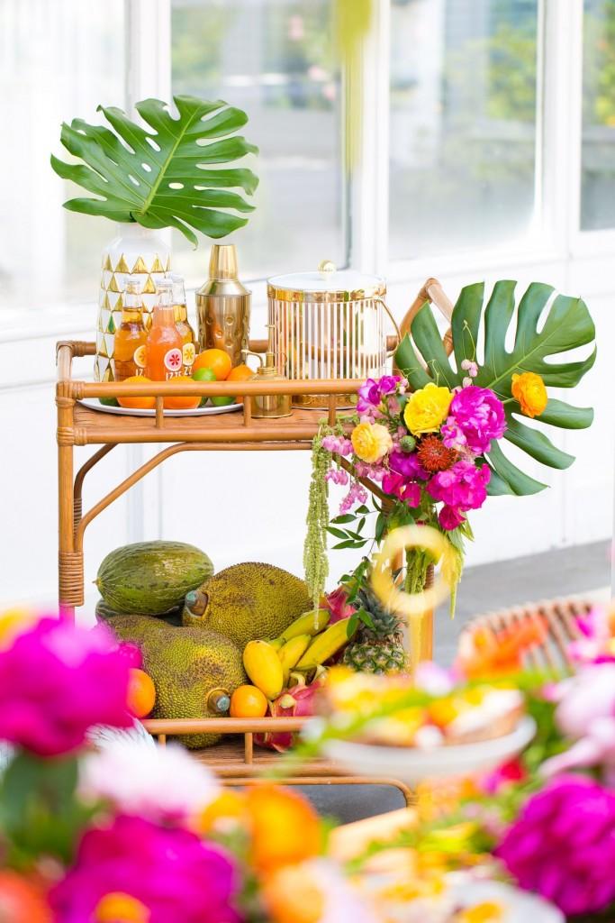 Tendencia tropical en la mesa carrito de bebidas