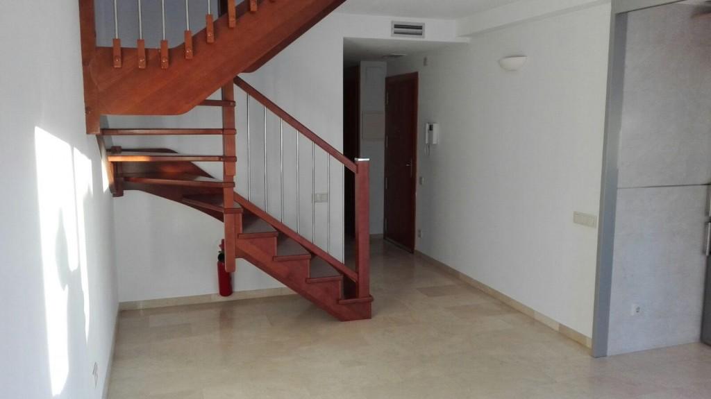 Escalera de cerezo - diferentes acabados en madera