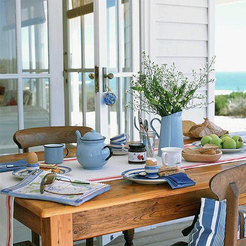 Desayunos de verano en mesas bonitas