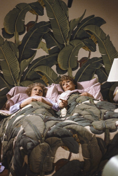 1432757058-goldengirlsbedroom