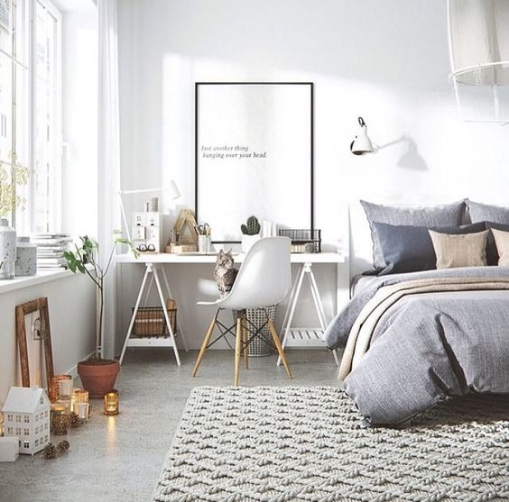 Decorar un espacio de trabajo en un dormitorio