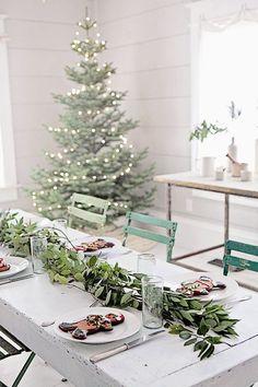 decoración navideña de estilo nórdico en mesas