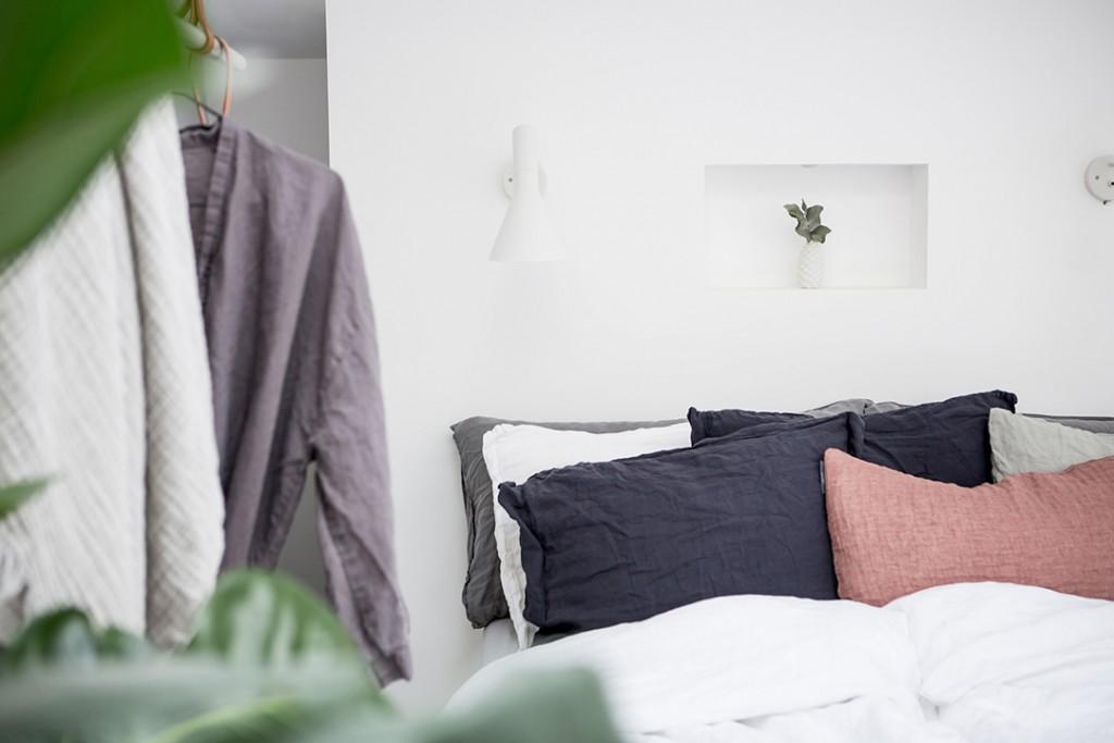 Estilo nórdico en el dormitorio cojines
