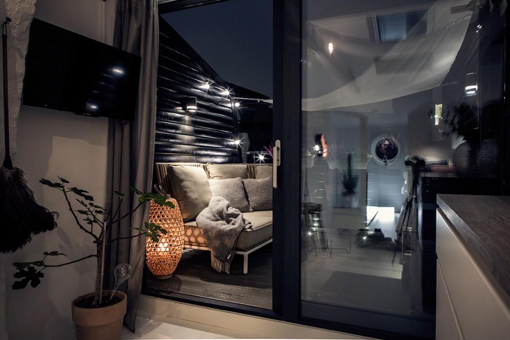 Estilo nórdico en el dormitorio y terraza con pared negra