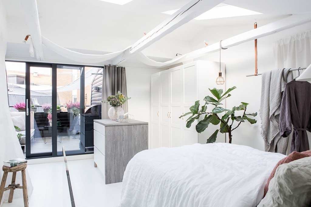 Estilo nórdico en el dormitorio plantas verdes