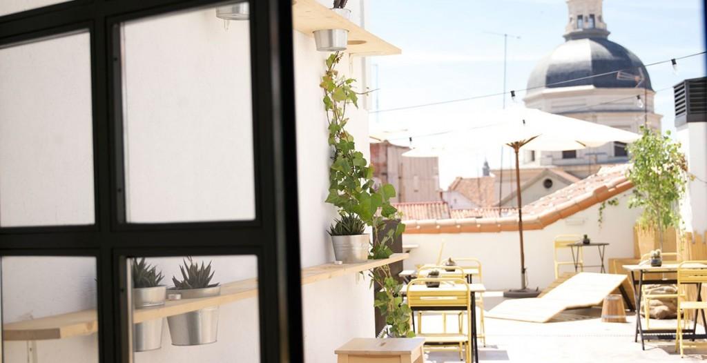 Hostel de estilo nórdico terraza