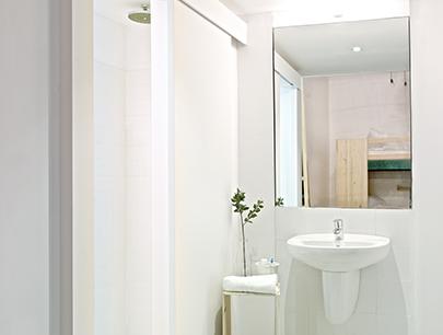 Hostel de estilo nórdico baño