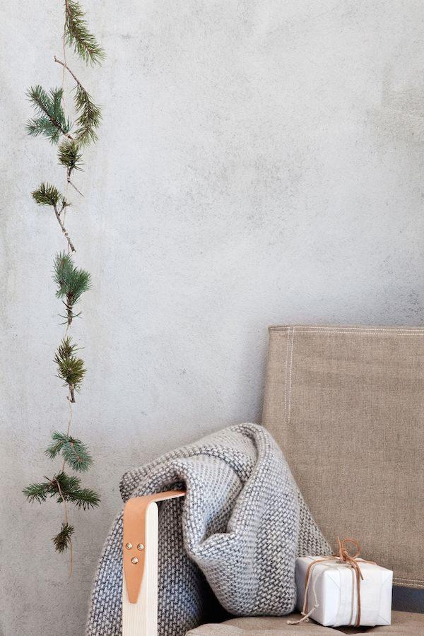 Decoración navideña de estilo nórdico en las paredes