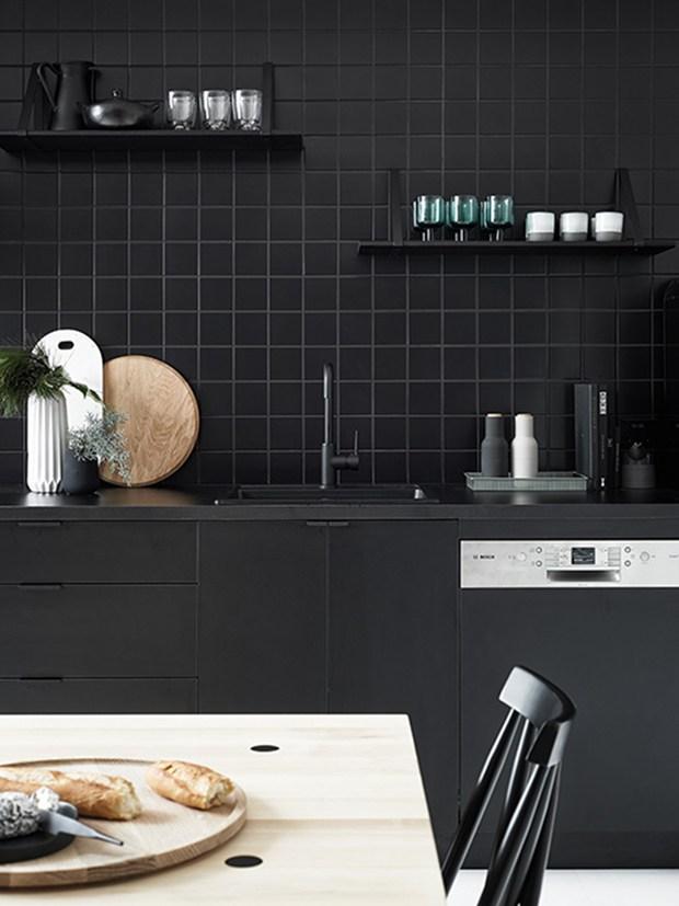 Black House en blanco y negro cocina 2