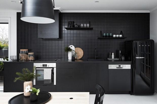 Black House en blanco y negro cocina