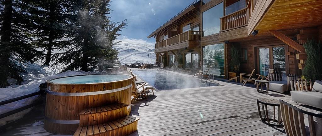 Hotel de estilo nórdico piscina