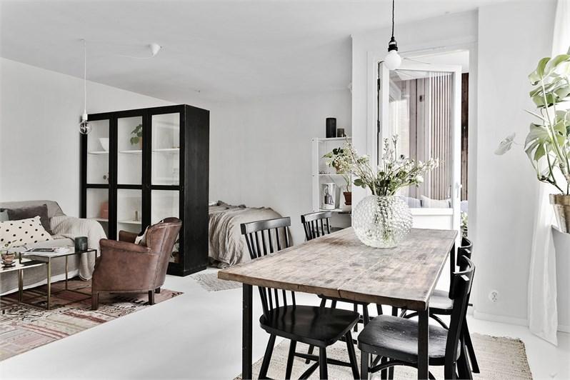 Dormitorio multiusos en un estudio nórdico
